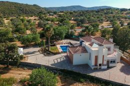 Charming villa with pool and double garage near Sao Bras de Alportel